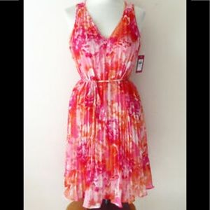 NWT VINCE CAMUTO Pink Floral Pleated Shift Dress 8